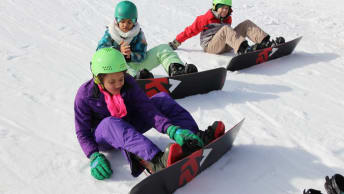 In the ski and snowboard course the children learn balance, endurance and patience.