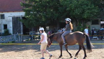 The BayWa Foundation promotes curative riding for the pupils of the SFZ Neuperlachs.