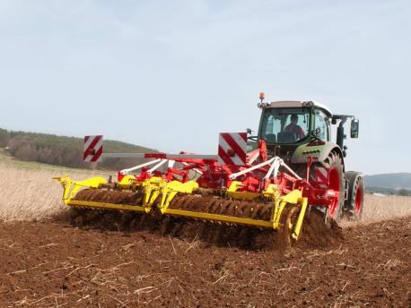Pöttinger Bodenbearbeitung