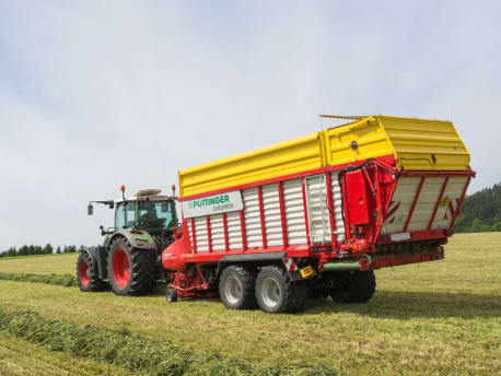 Landwirt-am-Steuer-Landtechnik