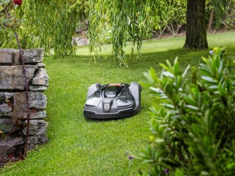 Husqvarna Mähroboter auf Rasen