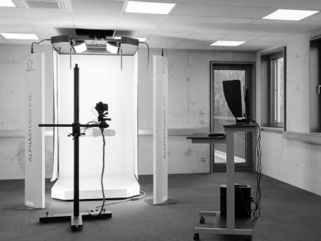 Blick auf unsere Orbitvu Alphastudio XXL Station im Fotostudio für Produktfotografie in Amberg Bayern