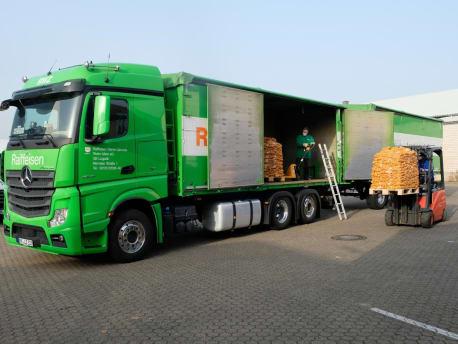 LKW mit Kartoffeln abladen