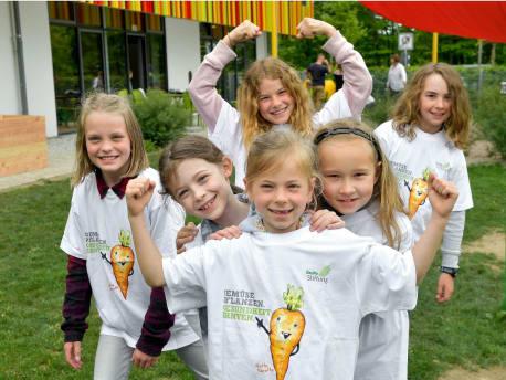 Kinder mit BayWa Stiftung T-Shirts