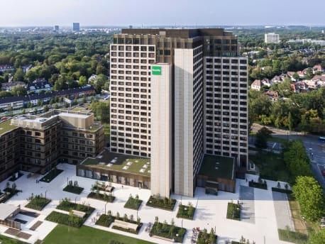 Das Bild zeigt die BayWa Zentrale in München