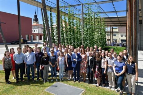 Die Stipendiaten der BayWa Stiftung 2019 zu Gast am BayWa Standort Bruckbach.