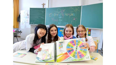 """The instruction and action book """"The Nutrition Compass"""" shows to establishment pupils spielerisches nourishing knowledge."""