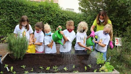 BayWa Stiftung zu Gast im Schulgarten derGrundschule Schwaig bei Nürnberg