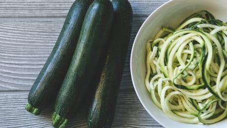 Zucchini Spaghetti mit Tofu Bolognese