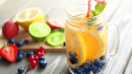 Zitrone-Blaubeer-Minze-Wasser