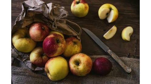 Äpfel mit Messer