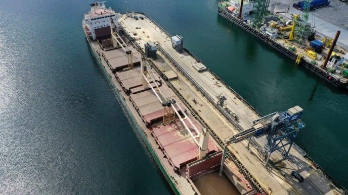 Schiffsverladung Hafen Mukran Getreideumschlagplatz