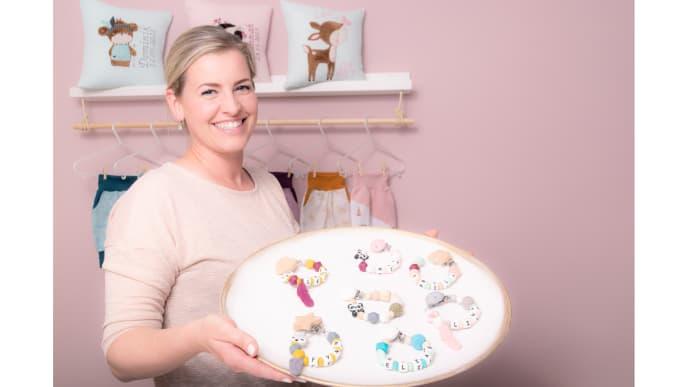 Frau Roth präsentiert Babyarmkettchen