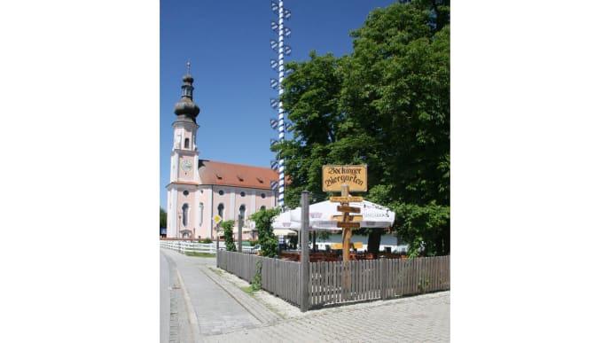 Bockhorner Biergarten mit Kirche