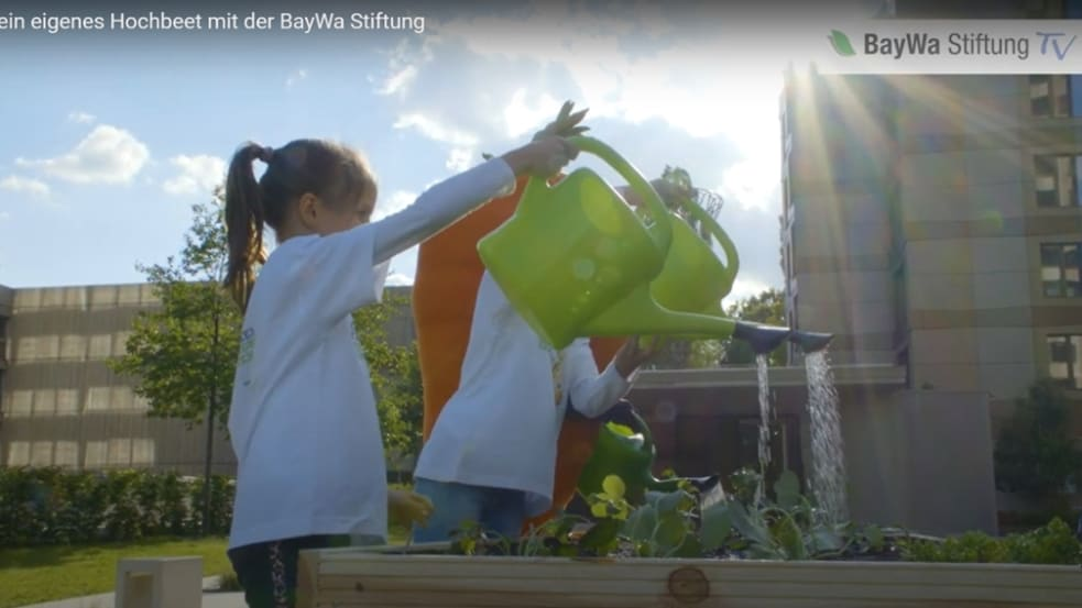 Bau dein eigenes Hochbeet mit dem Projekt Schulgarten der BayWa Stiftung.