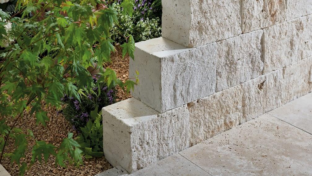 Gartenmauer bauen – mit Mörtel oder mit Mauersystem