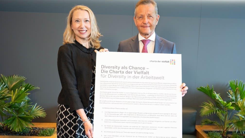 Bild mit Urkunde Charta der Vielfalt