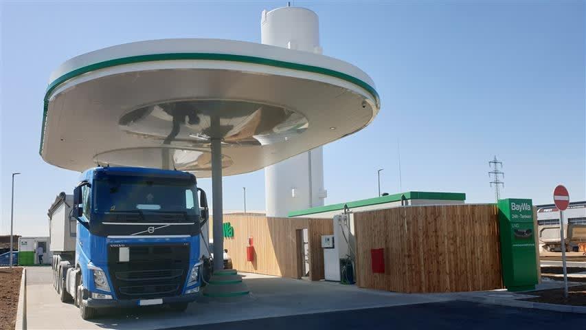 LNG Tankstelle mit LKW