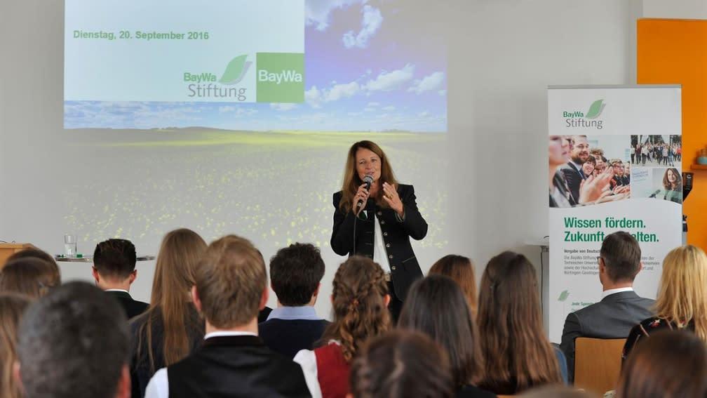Die Studenten konnten Maria Thon am Stipendiatentag der BayWa Stiftung näher kennenlernen.