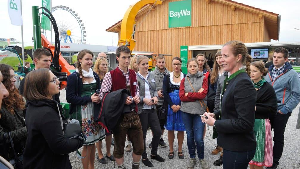Am Stipendiatentag der BayWa Stiftung war die bayrische Tracht angesagt.
