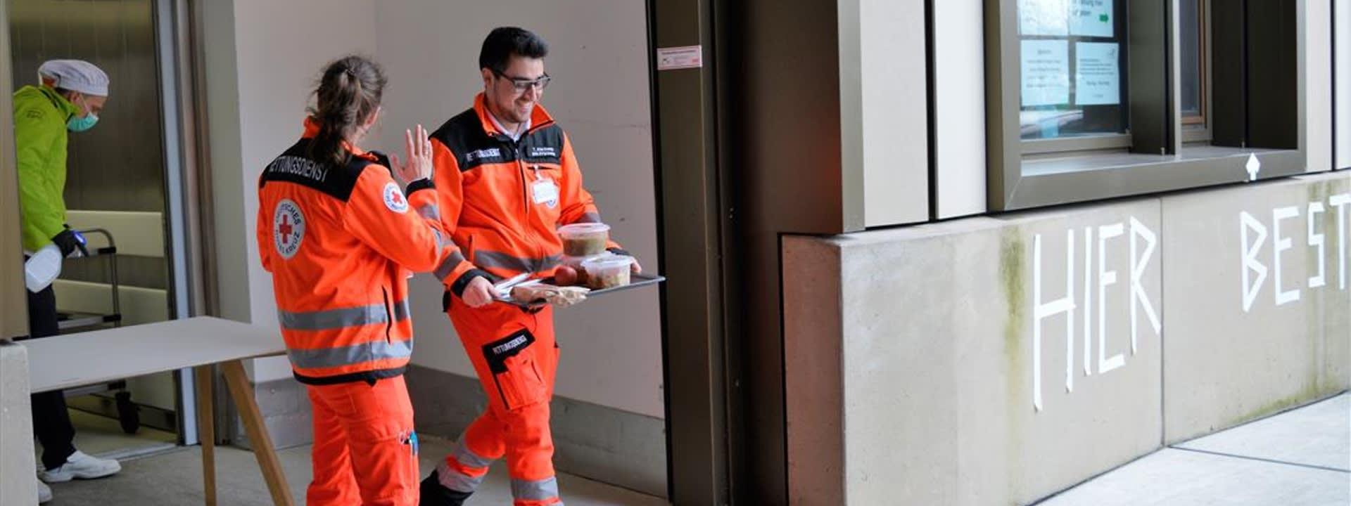 Verpflegung für Krisenhelden: Rund 7.000 Essen wurden an Münchner Einsatzkräfte verteilt.