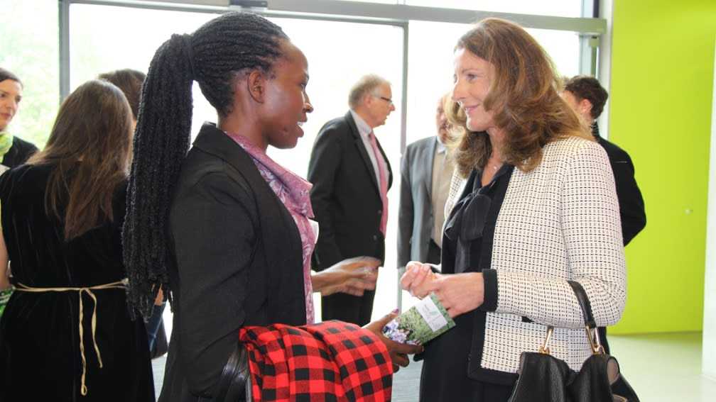 Maria Thon, Executive Director of the BayWa Foundation, in conversation with Vinjeru Nyirenda, African agricultural scientist.