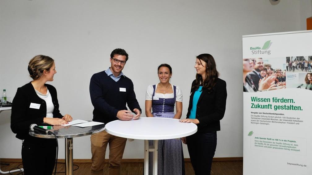 Der Stipendiatentag der BayWa Stiftung wurde in bayrischer Tracht veranstaltet.