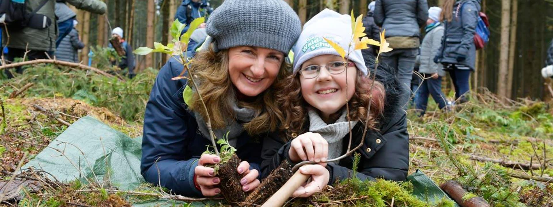 In der Waldschule entdecken die Kinder das Ökosystem Wald