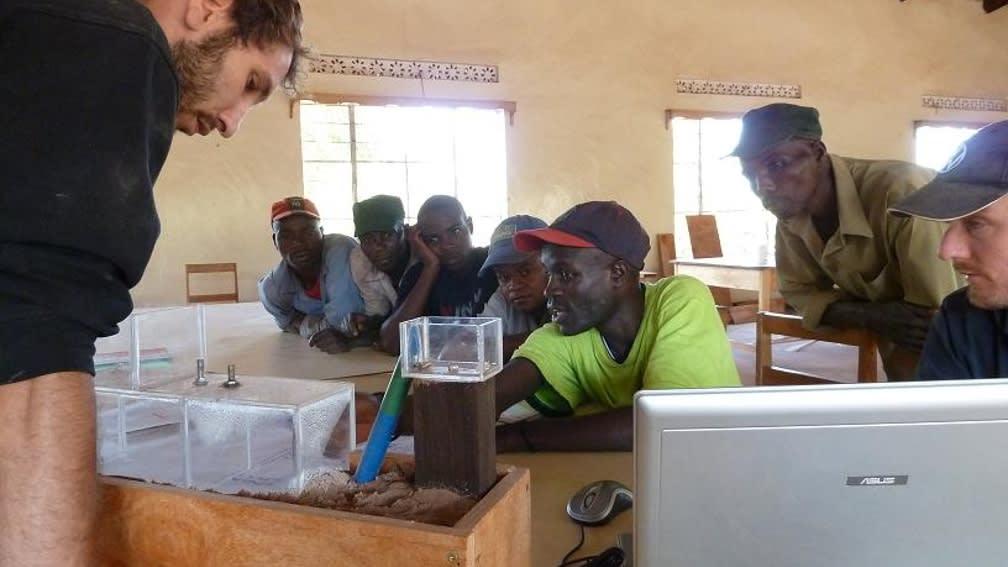 Im Kompetenzzentrum lernen die Tansanier wie Biogasanlagen funktionieren.
