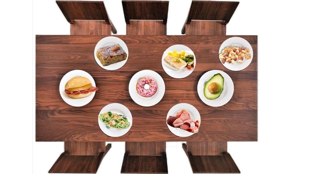 Tisch mit Lebensmitteln