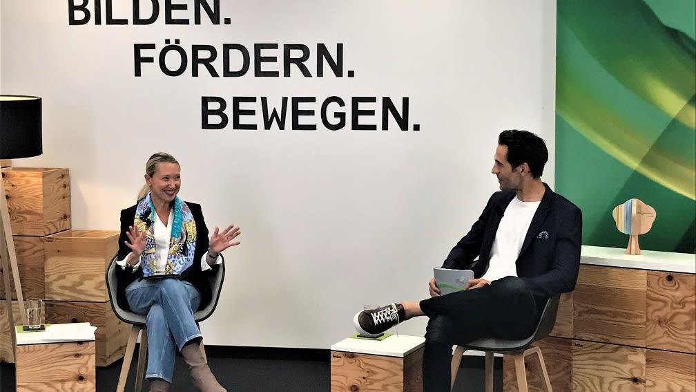 Karrierestart bei der BayWa: Eva Boesze, Head of HR, erklärt den Studenten wie es geht.