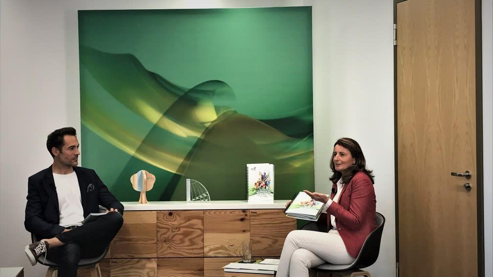 Alexander Mazza als Moderator und Maria Thon, Geschäftsführerin der BayWa Stiftung