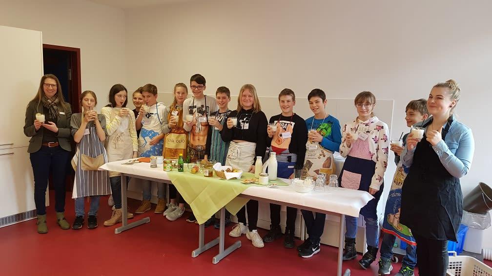 Die Schüler der Realschule Taufkirchen lernen kochen mit regionalen Zutaten