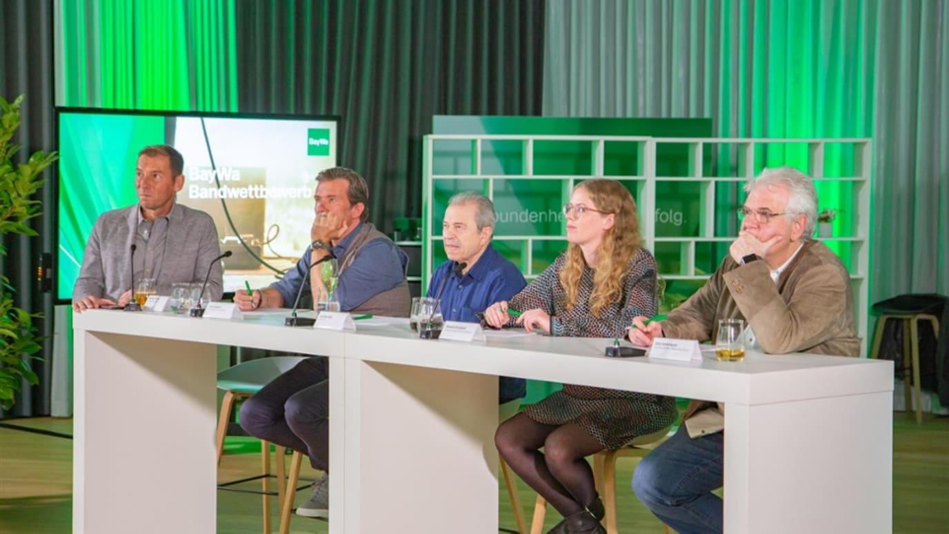 Die Juroren (v. l.) – Markus Othmer, John Jürgens, Günther Sigl, Daniela Krupkat und Dirk Hohmeyer – haben die drei Finalisten für den BayWa Abend 2020 ausgewählt.