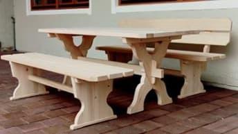 Naturholz-Sitzbänke von Braun