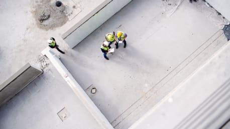 Baustelle mit Bauarbeitern