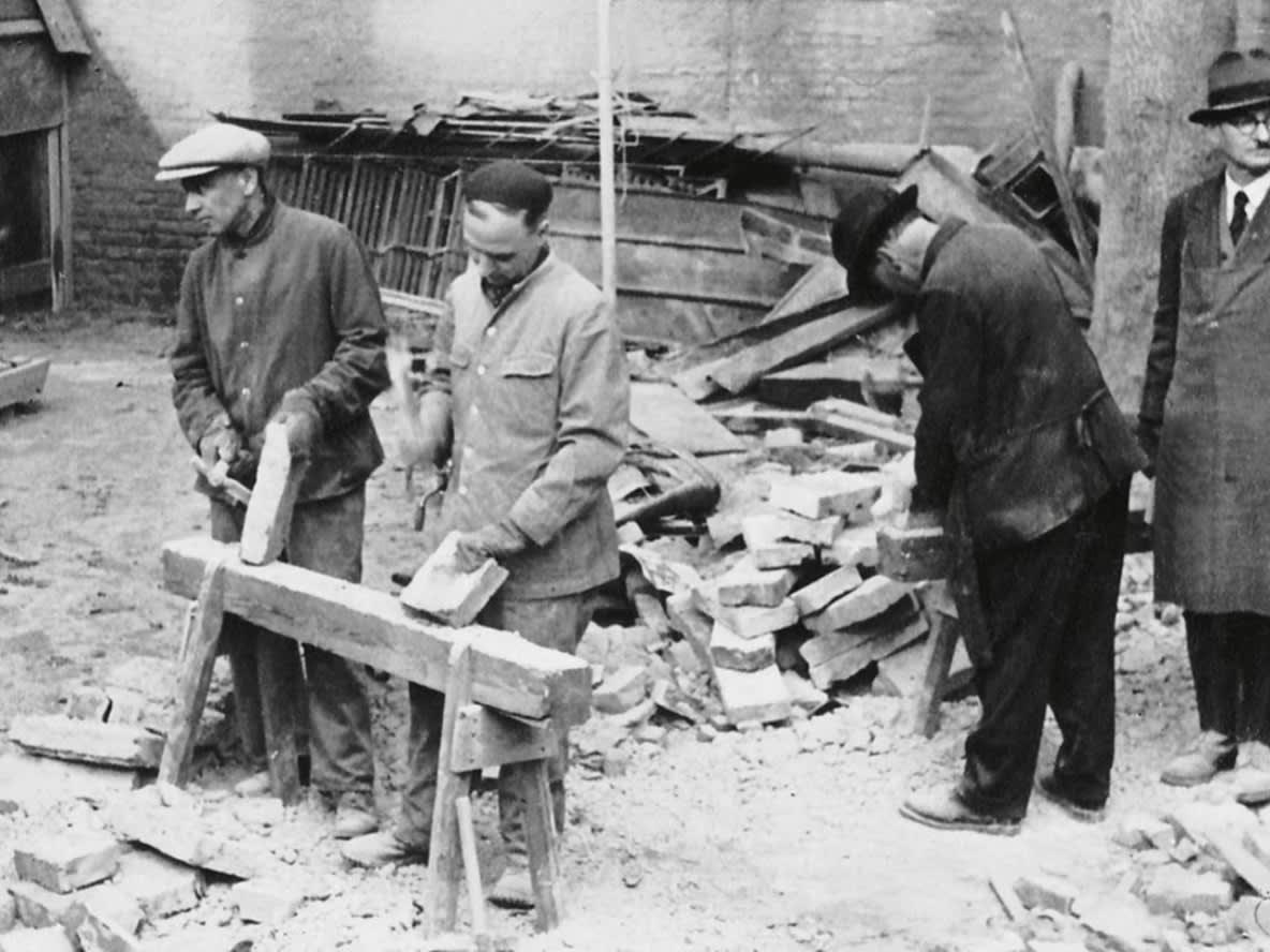 Arbeiter beim Wiederaufbau nach dem 2. Weltkrieg