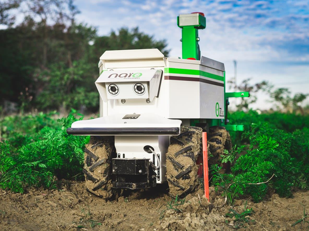 """Agrarroboter """"Oz"""" im Einsatz"""