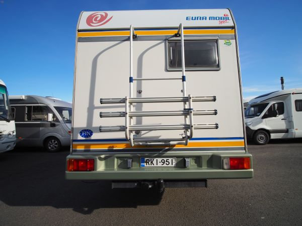 Eura-Mobil 515, reilut työtasot