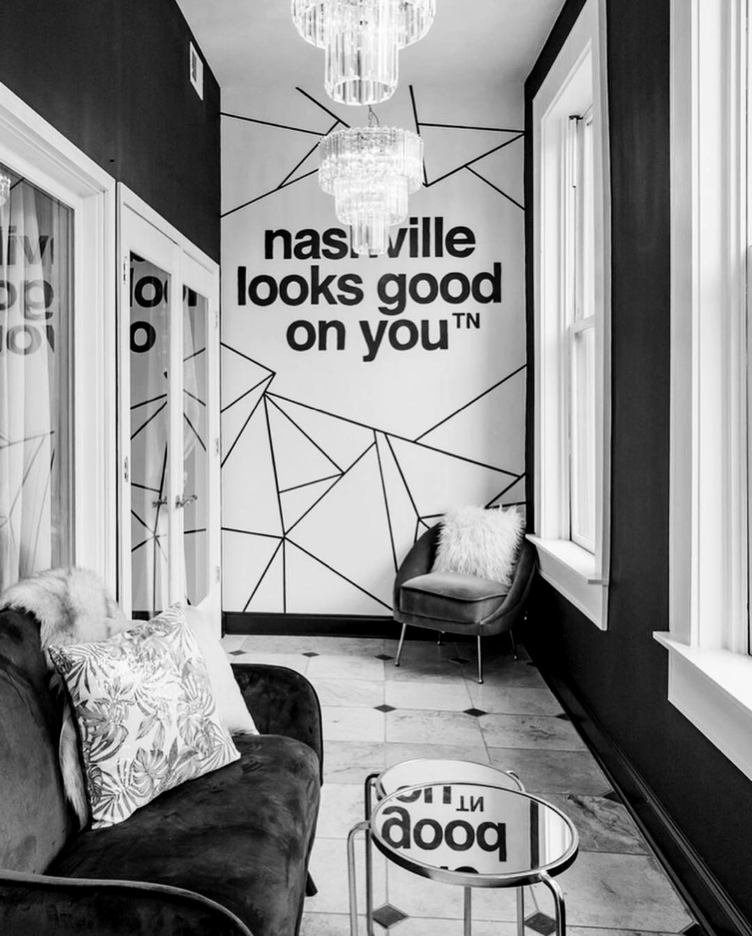 nashville looks good on you mural location downtown broadway airbnb nashville nashville murals tennessee