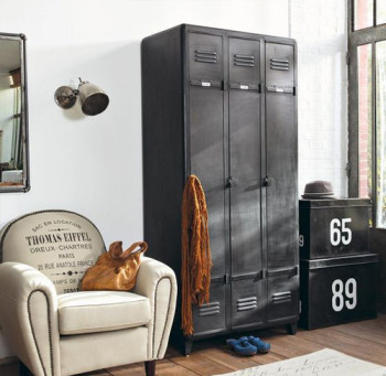 Industrial design using lockers