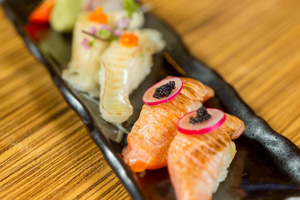 炙燒比目魚鰭邊握壽司/鮭魚肚握壽司