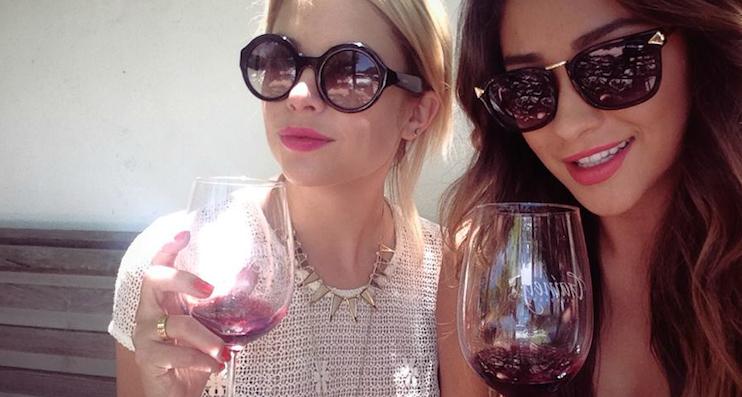 red wine girls ( photo credit : http://happygirlsaretheprettiest.me/ )