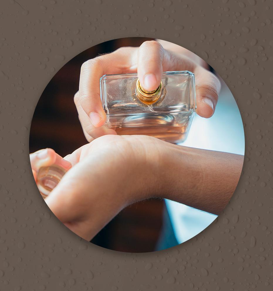 Saiba onde aplicar o perfume para durar mais