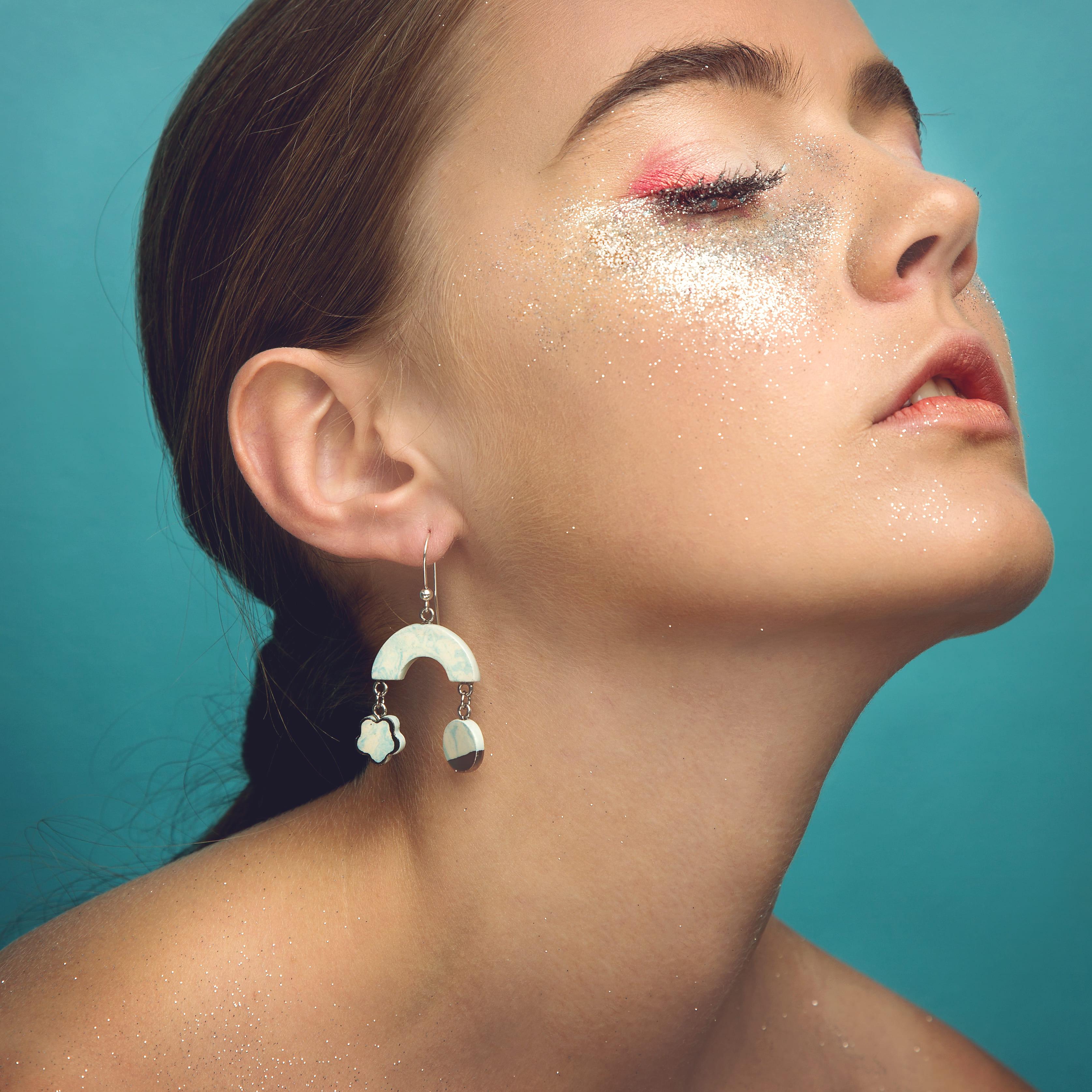Para uma maquiagem com glitter mais elaborada, esta é uma boa opção.