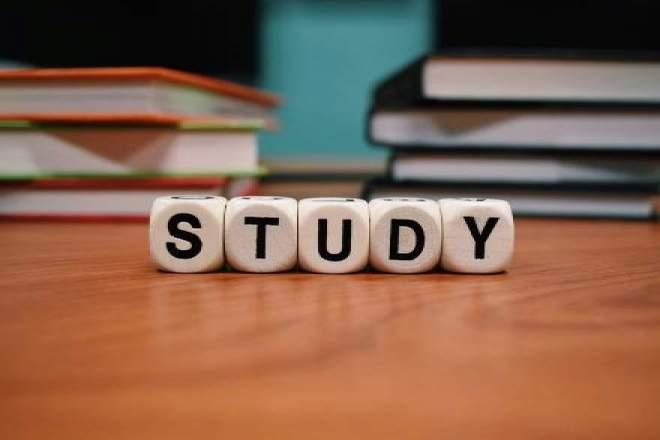「STUDY」の文字