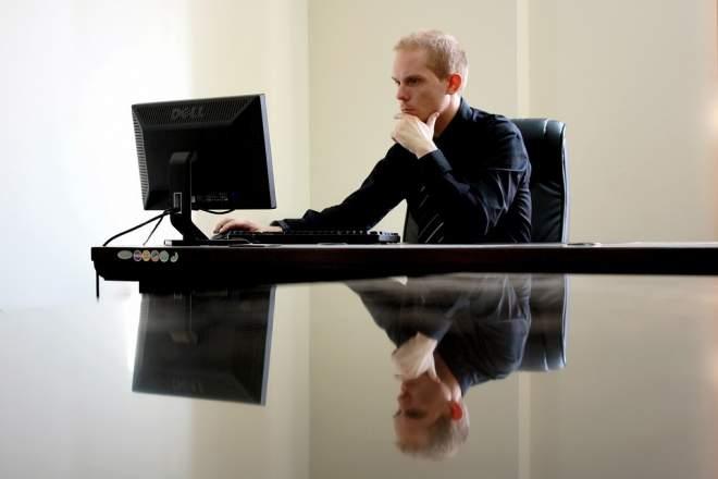 PCで仕事する人