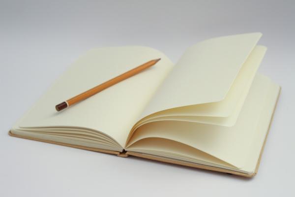 ノートと鉛筆の写真