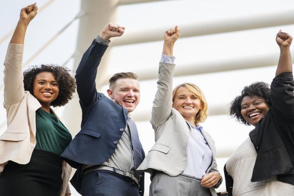 資格取得で成功する人たち