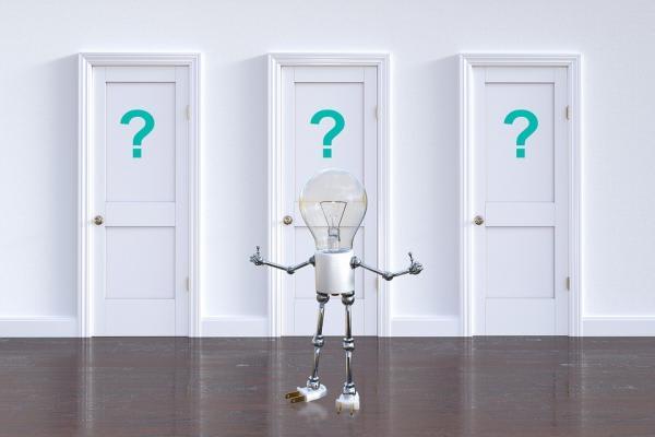 豆電球型の人形とドア